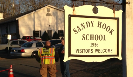 8sandy_hook_sign_sushko